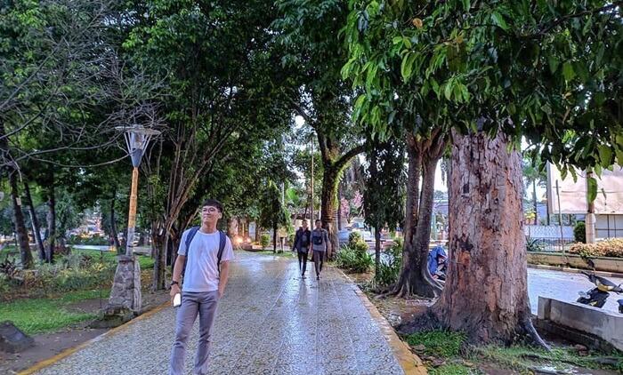 Jogging tradk Taman kambang iwak laris diguankan sebagai latar foto