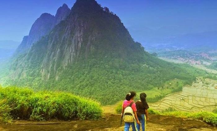 Gunung Parang di desa sajuta batu, Batu Andesit terbesar di Dunia