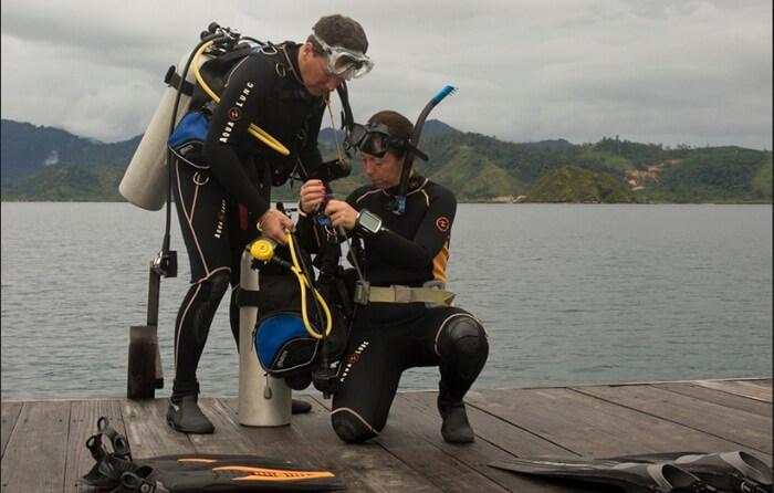 Menyelam adalaha ktivitas paforit di perairan sekitar pulau cubadak