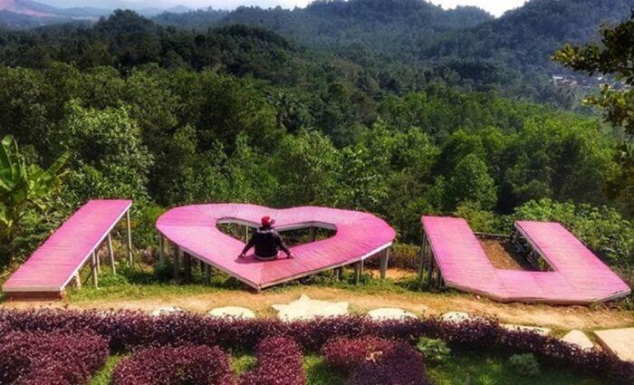 Bukit Pangonan Lampung dengan berbagai spot foto kreatifnya