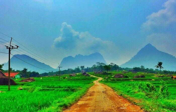 Desa Sajuta Batu, lokasi jutaan batu dari yang kecil sampai yang terbesar di dunia
