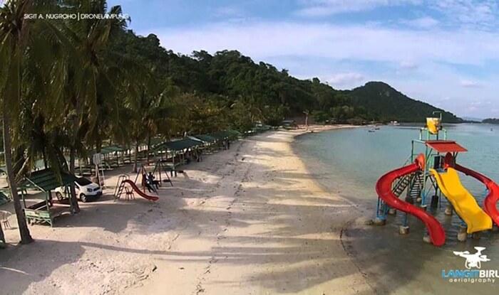 Gazebo pantai Sari ringgung Lampung, bisa disewa untuk istirahat dan piknik