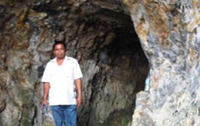 Goa Bolong di kaki gunung parang