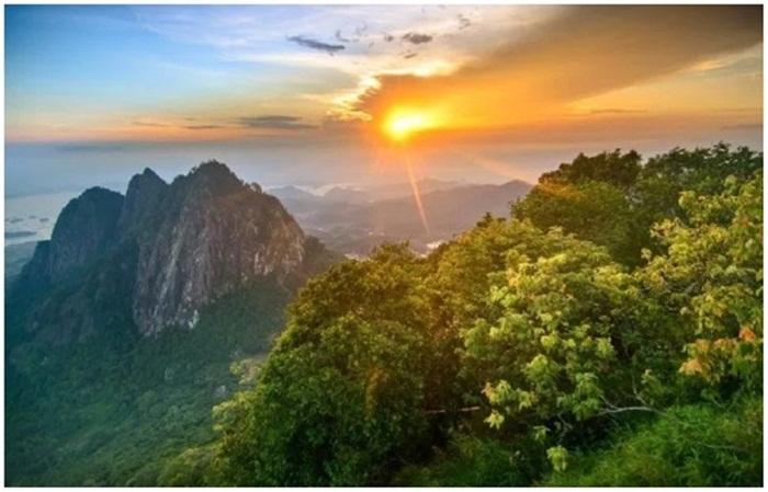 Gunung Bongkok, gunung kelas pemula yang menawarkan keindahan kelas profesional
