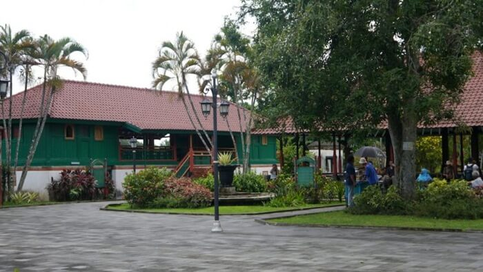 Halaman mukedes taman narmada tempat bael loji dan bale terang