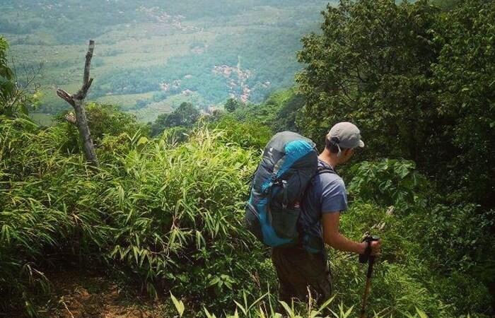 Jalur Pendakian Gunung Lembu dengan panorama yang tidak kalah indah dengan setelah tiba di puncak