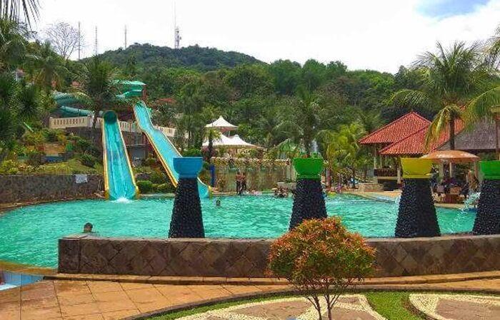 Jatiluhur Water World, taman wisata air di tepi waduk jatiluhur