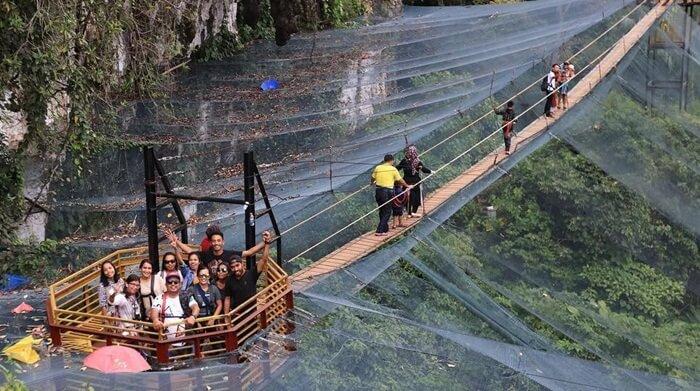 Jembatan Langit di atas kubah penangkaran kupu-kupu taman nasional batimurung