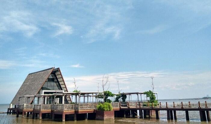 Kapel pernikahan romantis di lepas pantai cirebon waterland