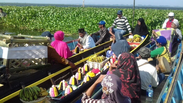 Maccera Tappareng danau tempe, selamatan danau disleenggarakan setiap pertengahan agustus
