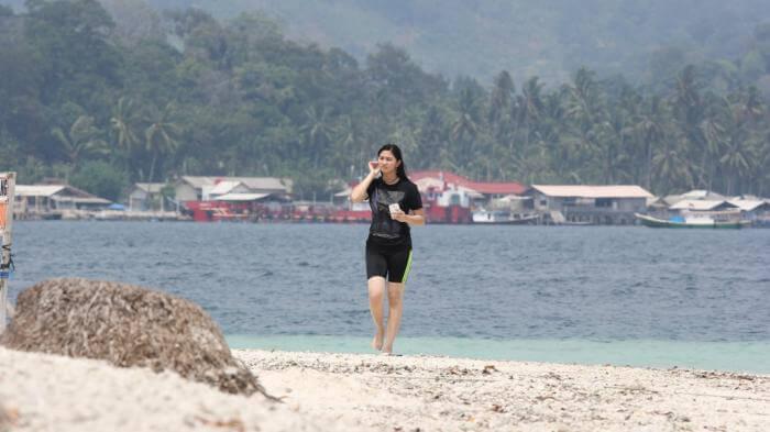 Air pulau tnagkilyang jernih, ideal untuk rnenag rekreasi sembari menikmati suasana