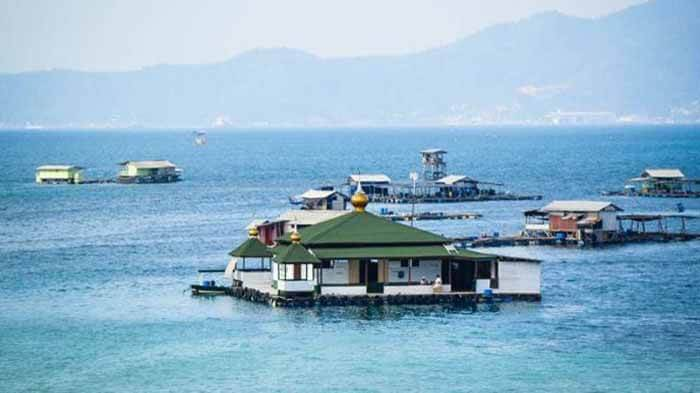 Mesjid apung Pantai Sari Ringgung Lampung