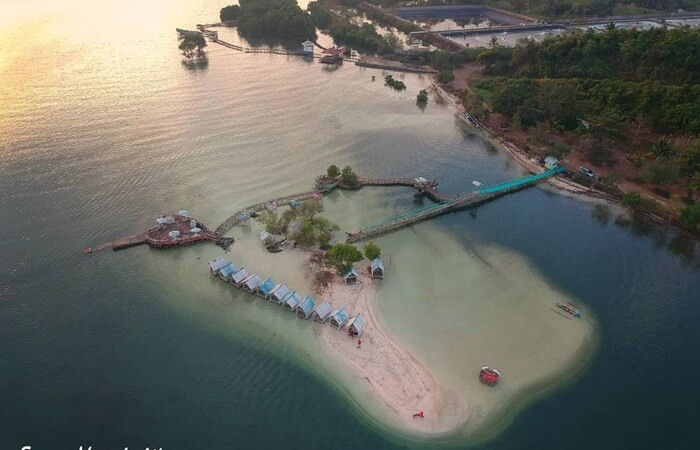 Pantai Dewi Mandapa wisata pantai yang kaya akan hutan mangrove nya