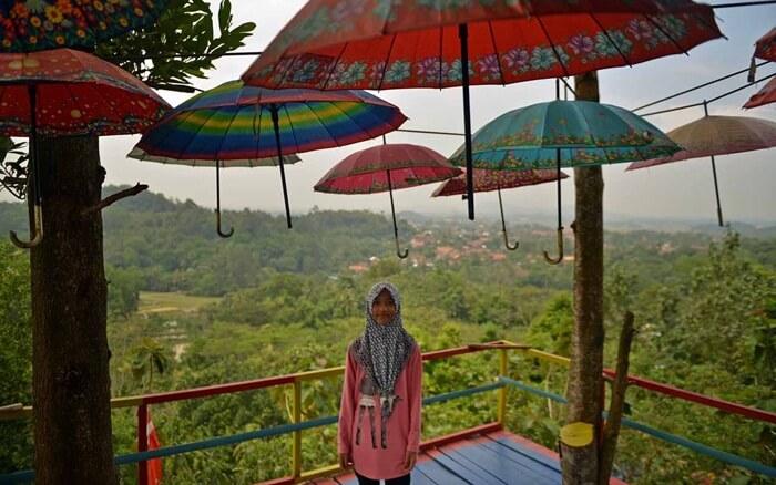 Spot foto Payung memebrikan estetika tersendiri di bukit pangonan lampung