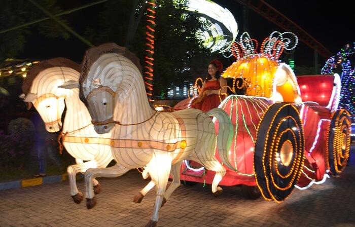 Kreta lampion cantik di suroboyo carnival park