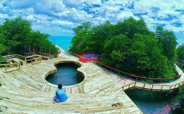 Spot dermaga di Pulau cinta pantai dewi Mandapa