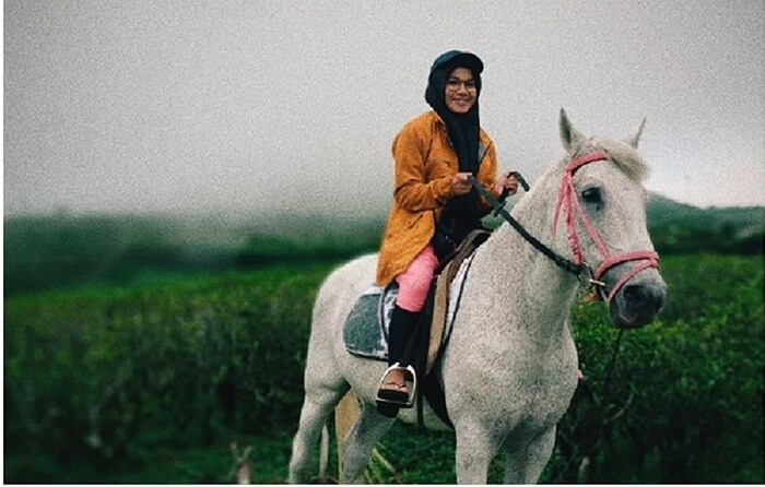 Putri berkuda putih, salah satu wahana wisata di malino highlands