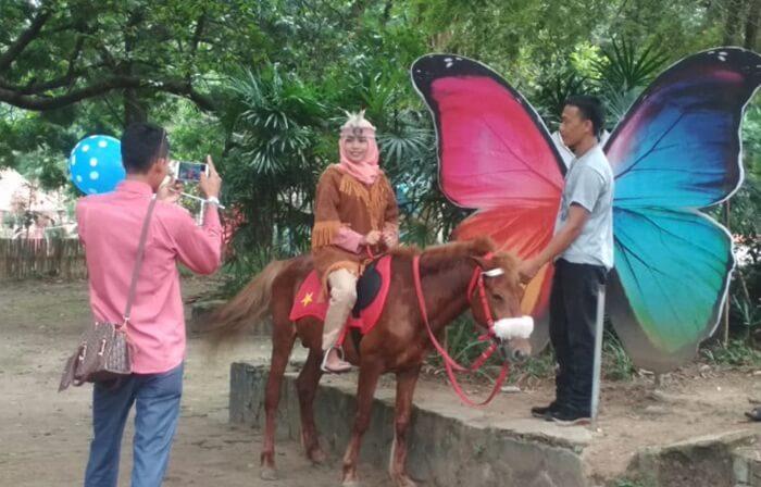 s[ot foto di Punti kayu, bisa dimaksimalkand negan mengkombinasikannay dengan menunggang kuda
