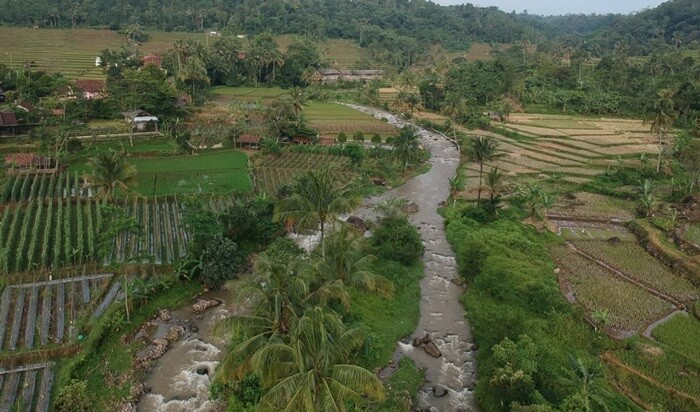 Sungai Cihereng yang mengalir di Dekat Lokasi sumber air panas ciracas