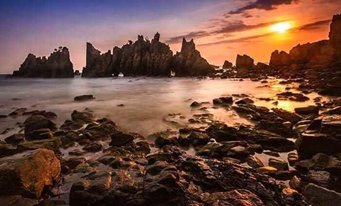 Sunset yang mistis di pantai gigi hiu lampung selatan