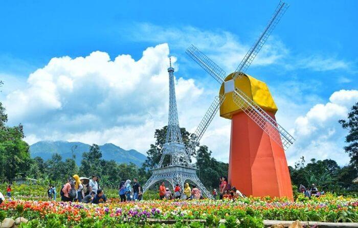 Taman Bunga Celosia, taman bunga dnegan berbagai icon dunia di area wisata bandungan