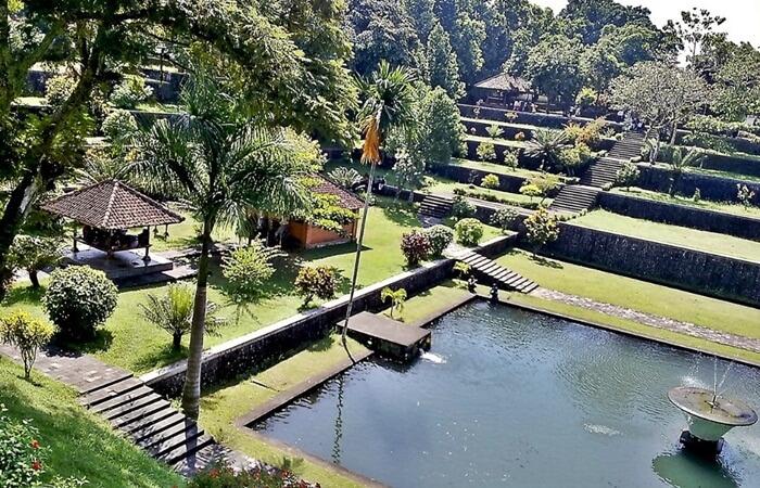 Taman Narmada, taman air miniatur gunung rinjadi dengan segara anakannya