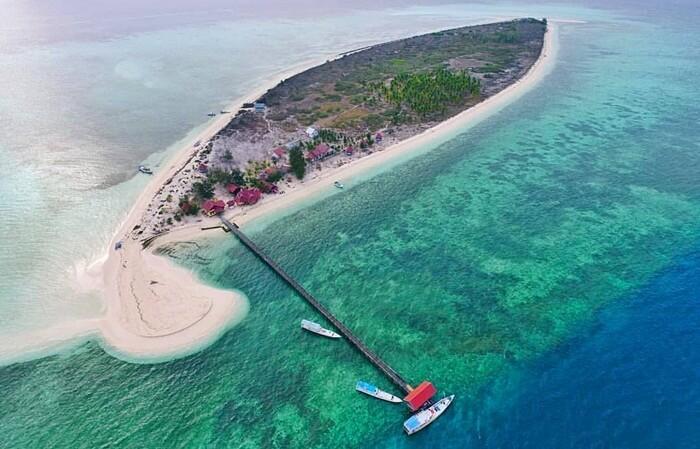 Taman Nasional Taka Bonerate, kawasan wisata bawah air yang memilki pulau atol terbesar ke-3 di dunia