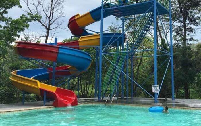 erosotan lingkar, salah satu fasilitas di water park Punti KayuWater park