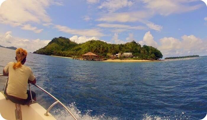 berlayar menuju pulau sikuai