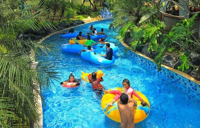 bersanati di kolam arus Ocean Park BSD, sesuai sebagai wahana penutup setelah berpacu adrenalin di wahana lainnya