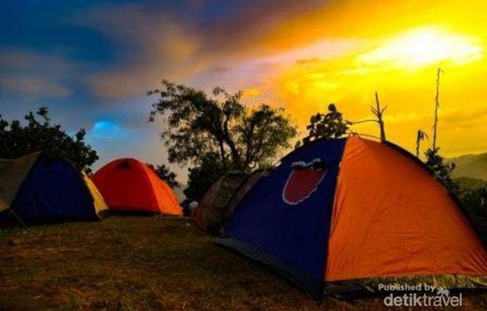 camping di Spot Sunrise Gunung Lembu