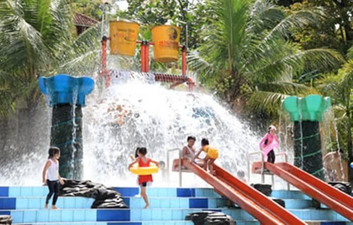 ember tumpah jatiluhur water world, seru untuk kegembiraan anak anak