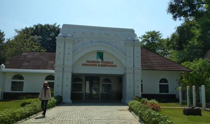 gedung museum pusaka keraton kasepuhan Cirebon