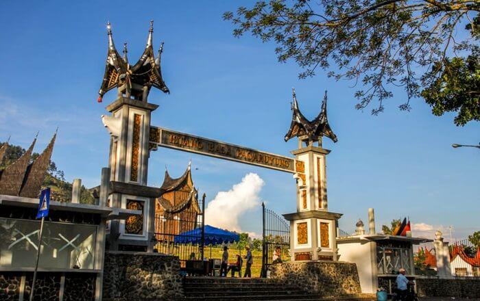 gerbang istana Pagaruyung sumatera barat