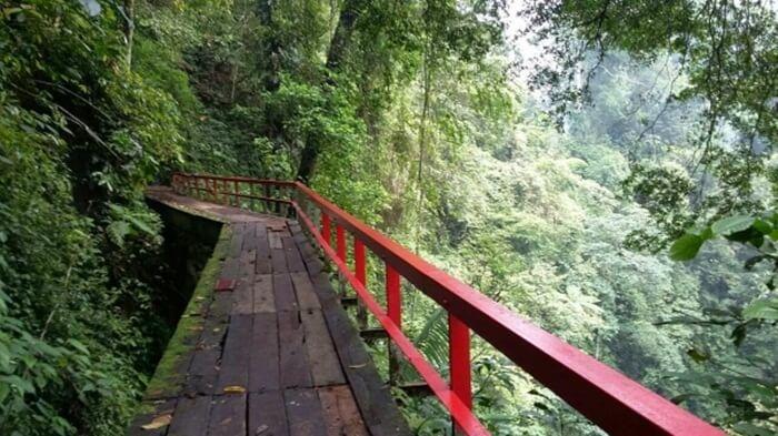 jembatan romantis curug lawe