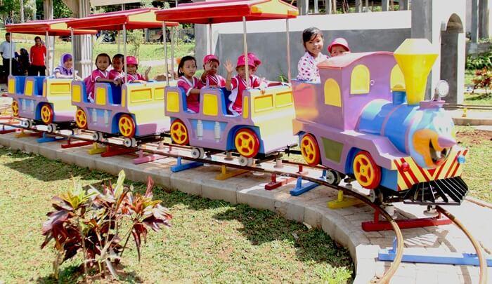 kereta mini, fasiliats wisata utnuk anak di lembah hijau lampung