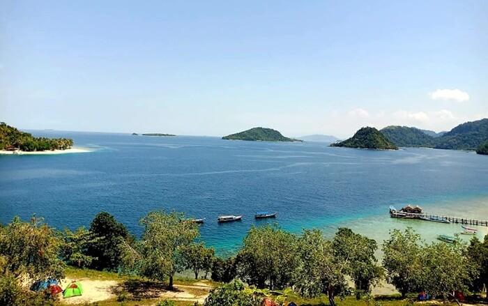 Pemandangan dari puncak pulau Sikuai