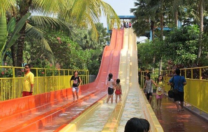 slide n fun ocean park BSD memiliki 4 lintasan yang menjamin keseruan tanpa antrian