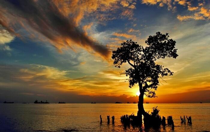 sunset memikat hati di pantai nirwana padang