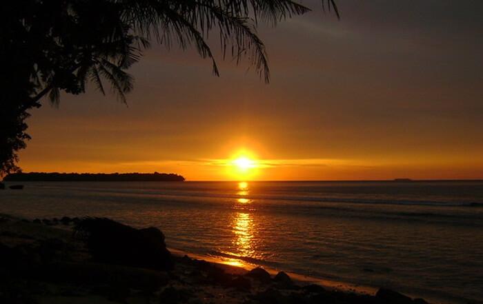 sunset di pulau sikuai