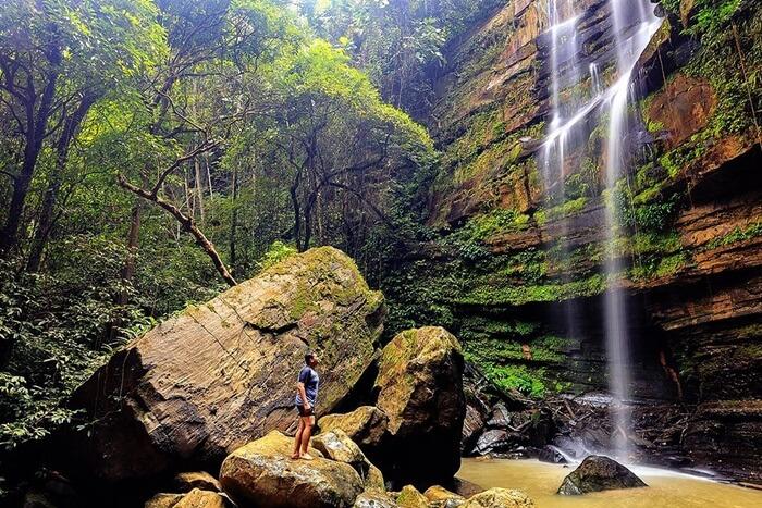 Air terjun tembius salah satu objek wisata di Penajam Paser Utara yang memilki tinggi sekitar 25 meter