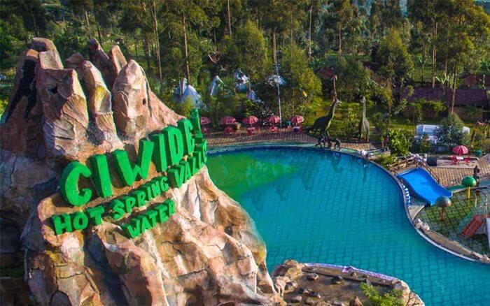Ciwidey Valley sebuah resort wisata yang memaksimalkan potensi keindahan dataran tinggi dan keberadaan sumber air panas kawah putih