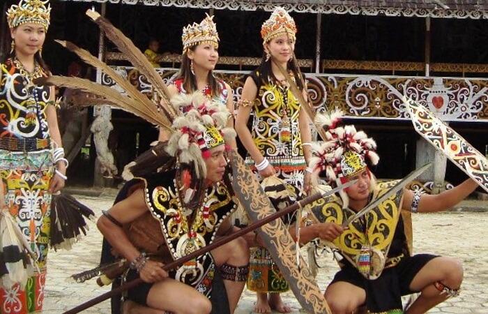 Desa Budaya Pampang desa budaya dayak di kalimantan timur