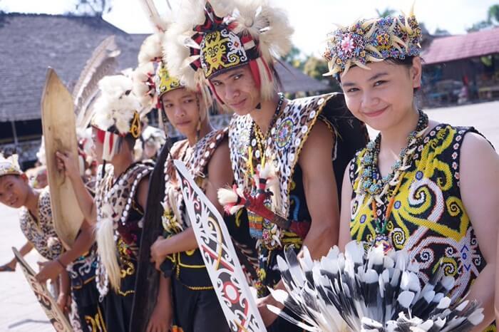 Generasi Muda Dayak Kenyah, penerus peradaban dayak di desa budaya pampang.