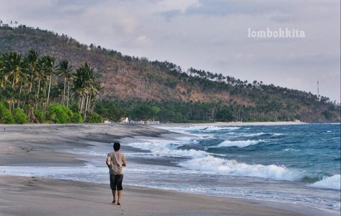 Joging di pantai Setangi salah satu cara sehat untuk menikmati keindahan pantai ini