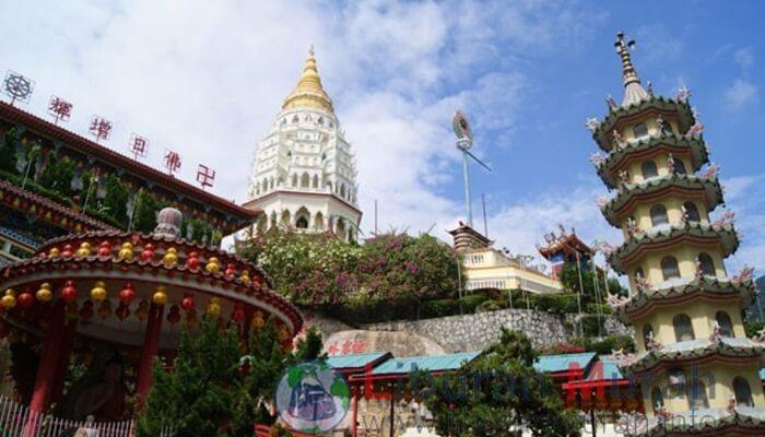 tempat wisata di penang yang meruypakan kuil budha modern terbesar di Asia tenggara