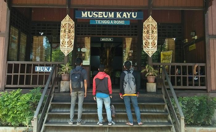 lokasi wisata di kutai kartanegara museum kayu menghadirkan kekayaanalam kalimantan timur berupa kayu dan hewan