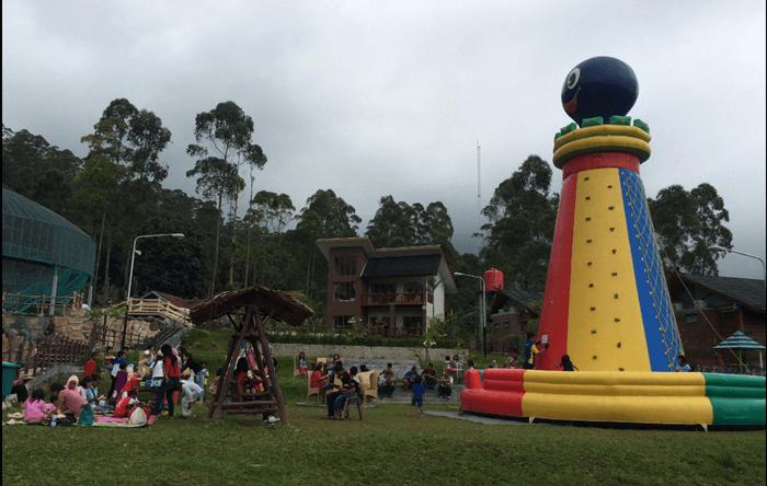 Play ground Ciwidey Valley lapang dan menyenangkan buat anak anak
