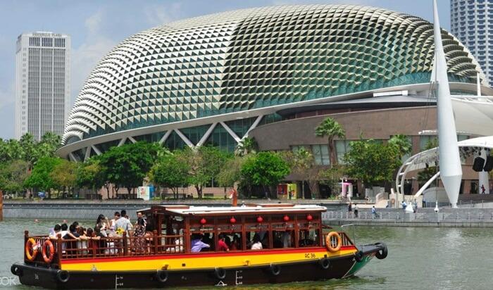 River Cruise salah satu cara paling prakts untuk menjelajahi tempat wisata di saingapura