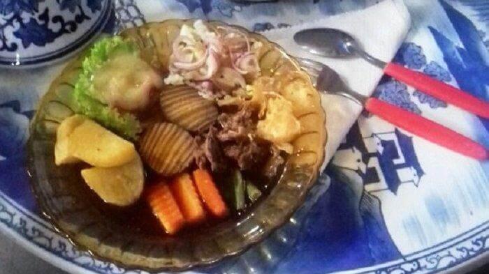 selat solo mbak lies. kuliner solo tradisional yang mendapats entuhan dari interaksi dnegan budaya eropa di masa lalu